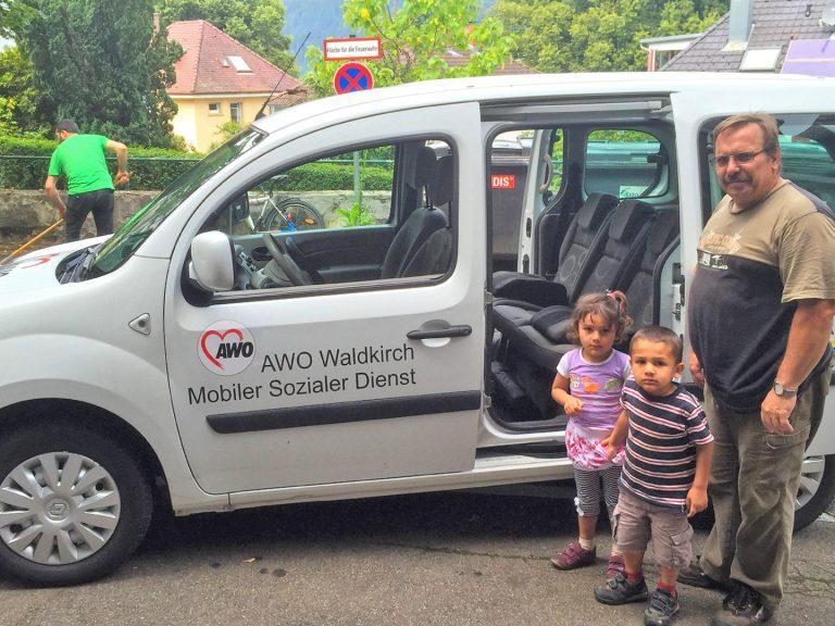 Syrische Kinder werden von Kollnau zur Kita nach Waldkirch gefahren